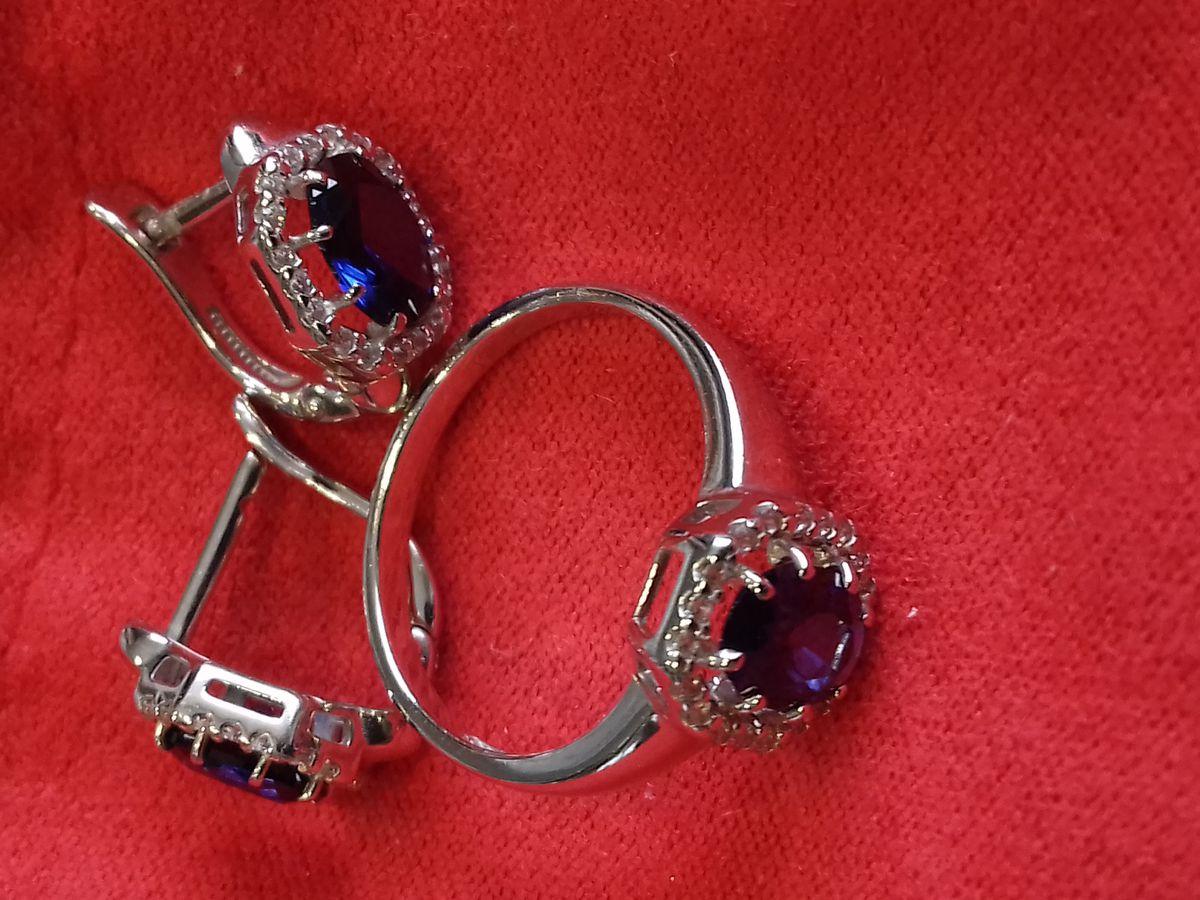 Красивое изящное кольцо
