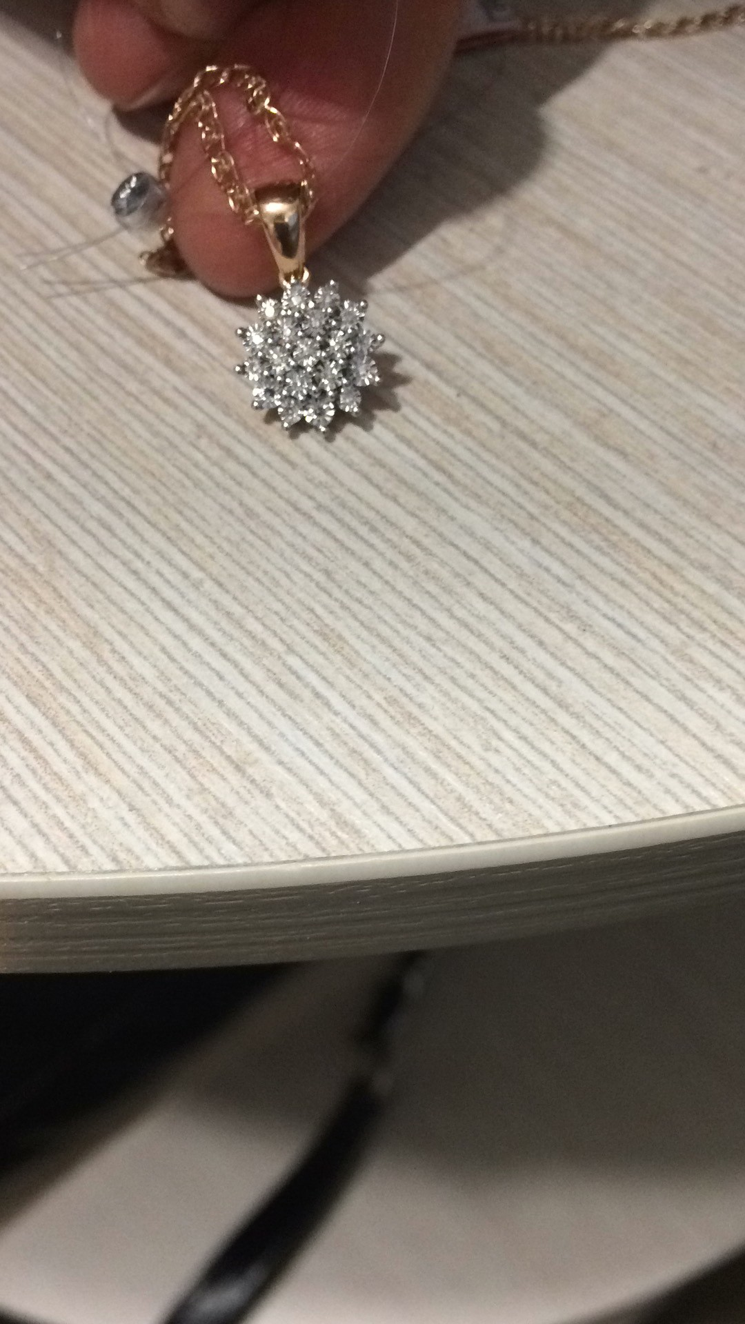 Золотая подвеска с бриллиантами снежок