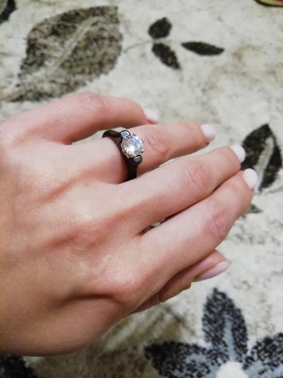 Керамическое кольцо с камнем сваровски