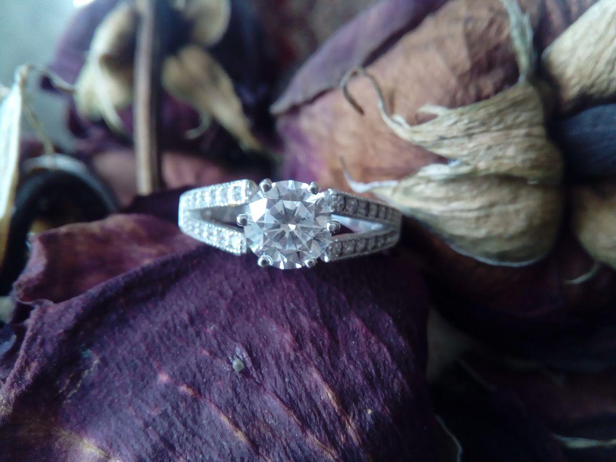 Прекрасное серебряное кольцо с фианитами!