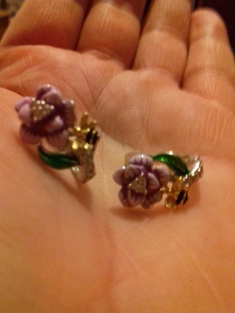 Серьги цветок с пчелкой
