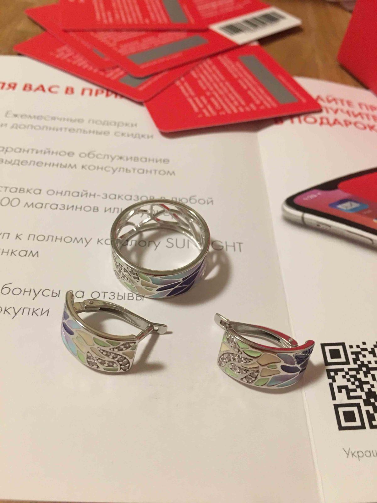 Замечательные серебряные серьги с фианитами и эмалью. Новый модный дизайн.