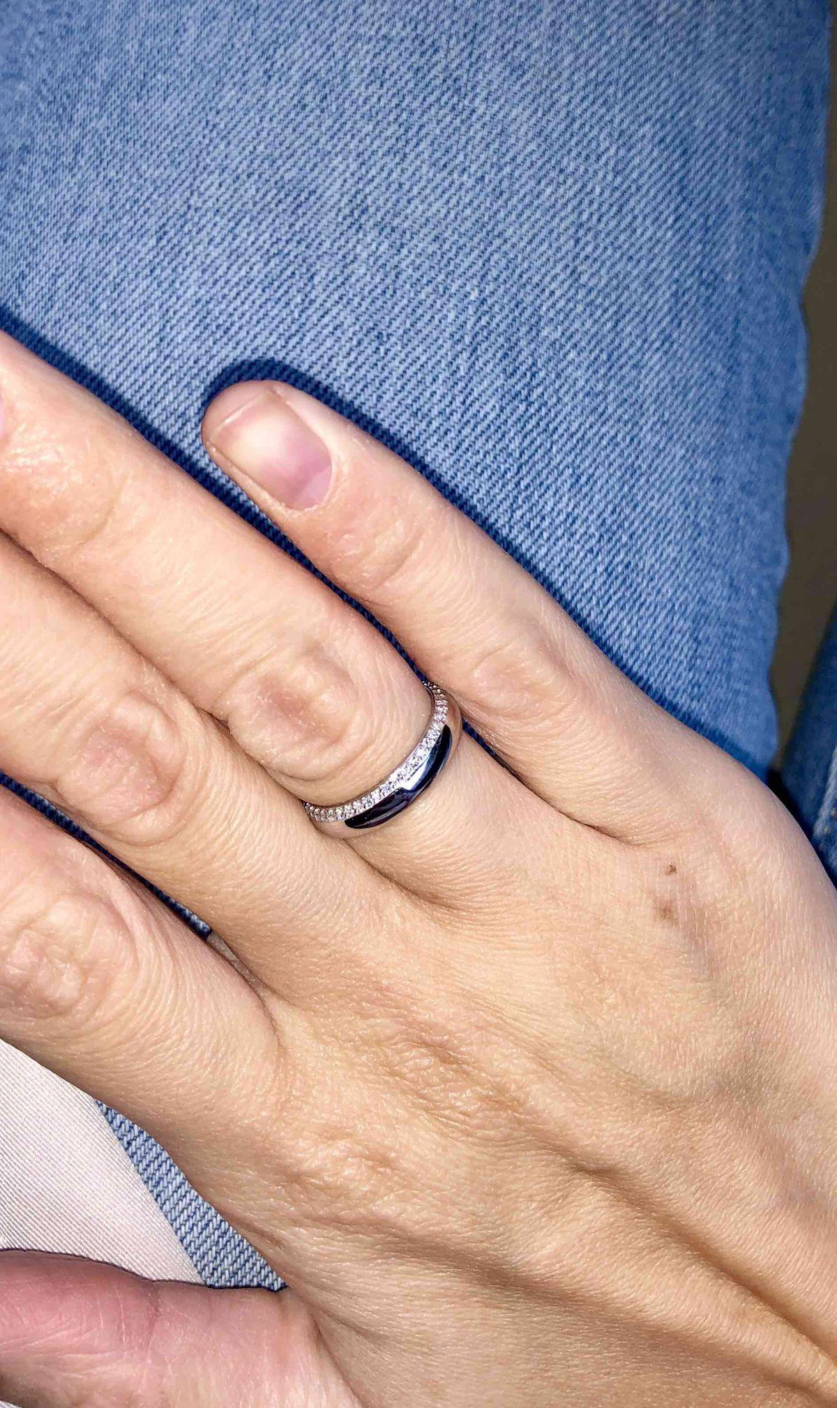 Единственное, подходящее кольцо по размеру, дизайну и цене!