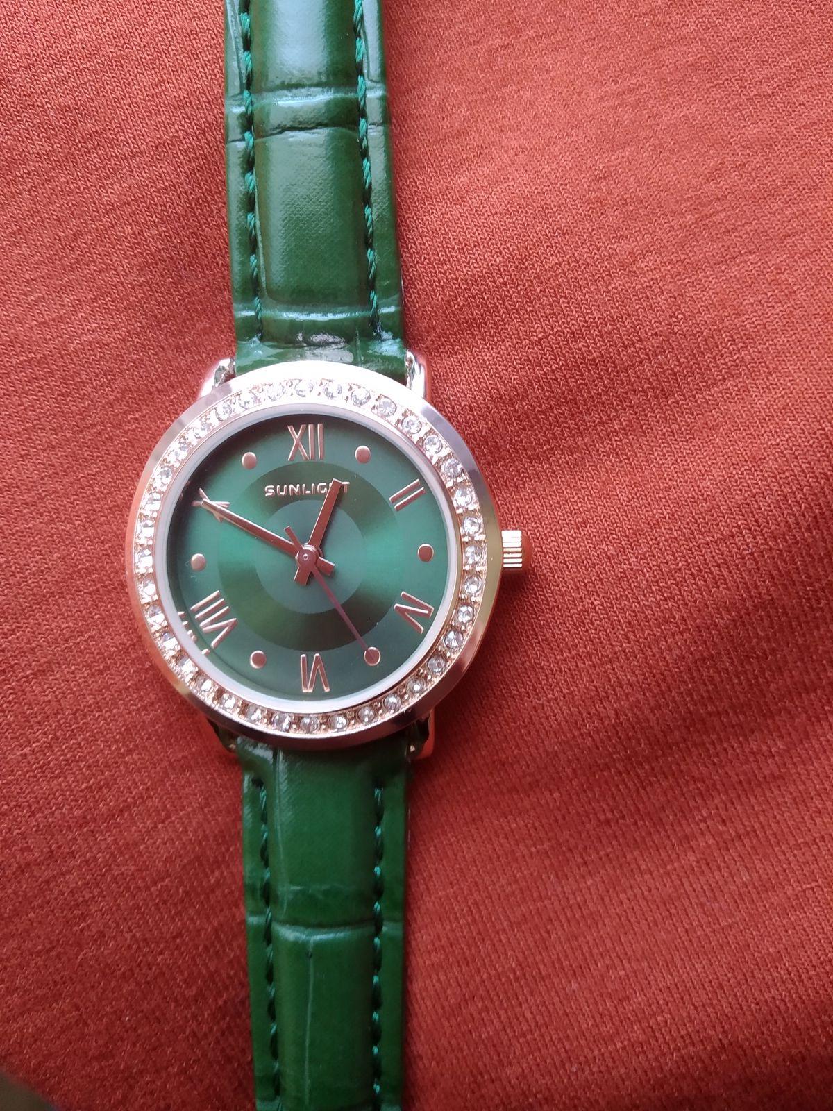 Часы как украшение!