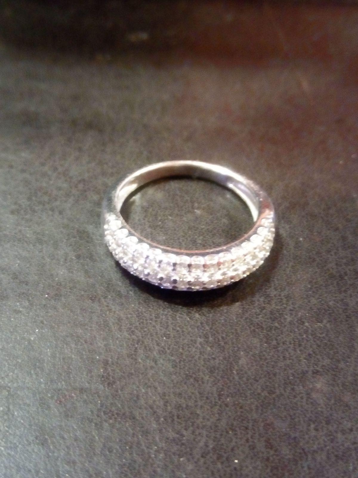 Серебряное кольцо с фианитами)