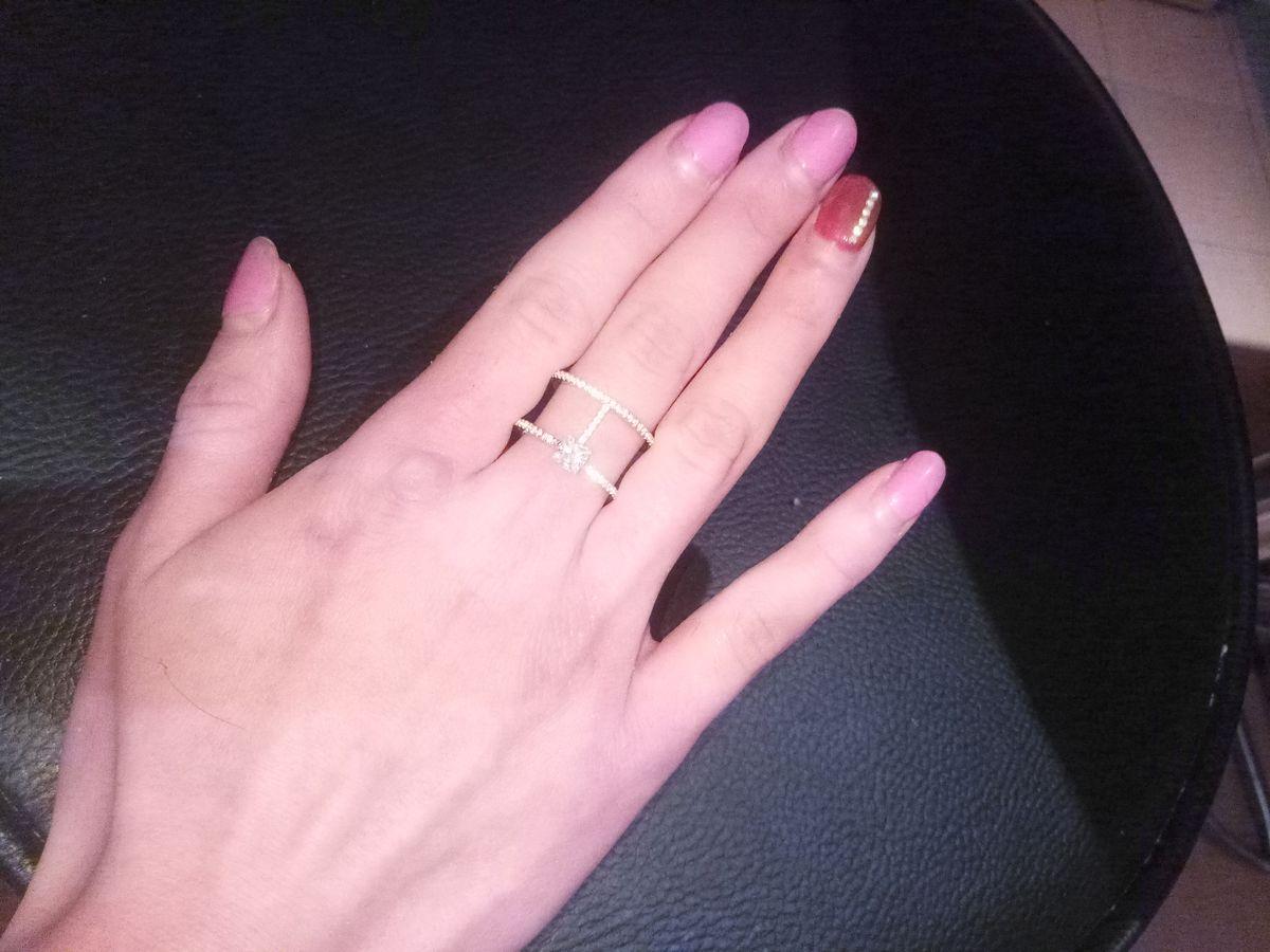 Серебряное кольцо с фианитами просто прелестное, смотрится прекрасно