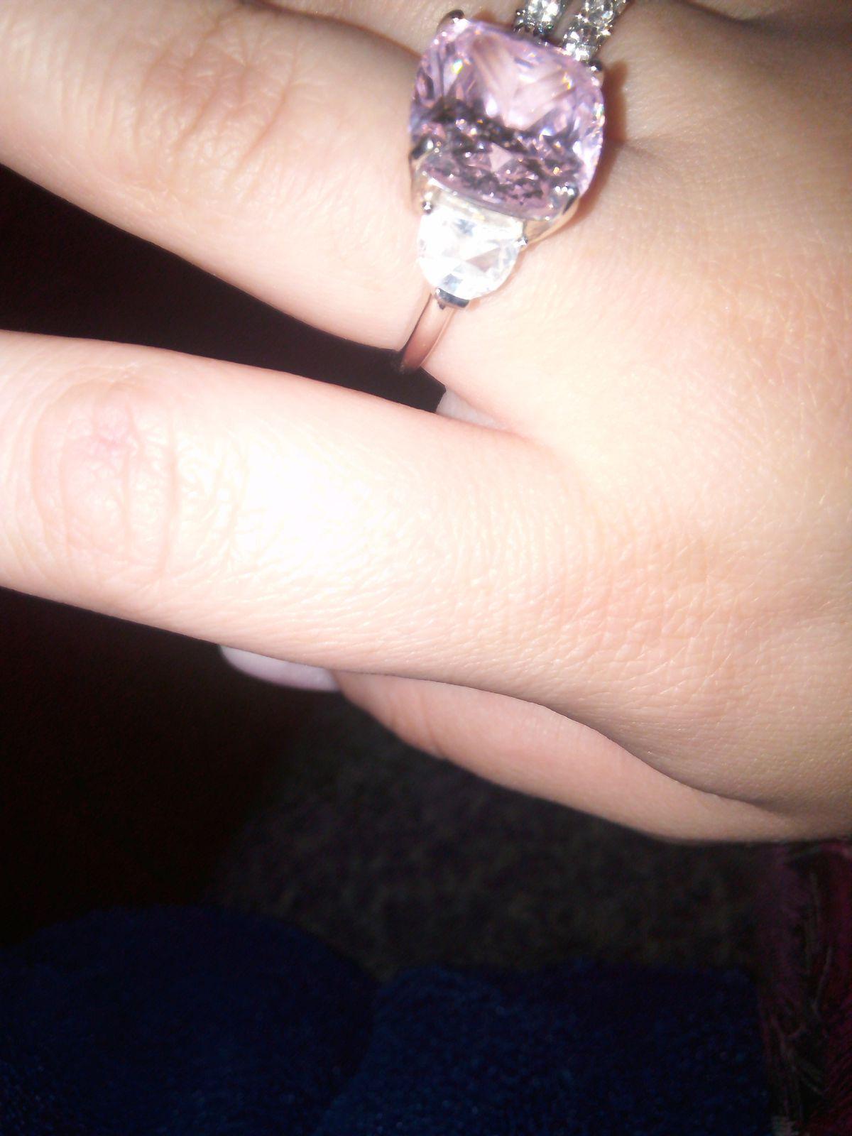 Серебряное кольцо с розовым фианитом.