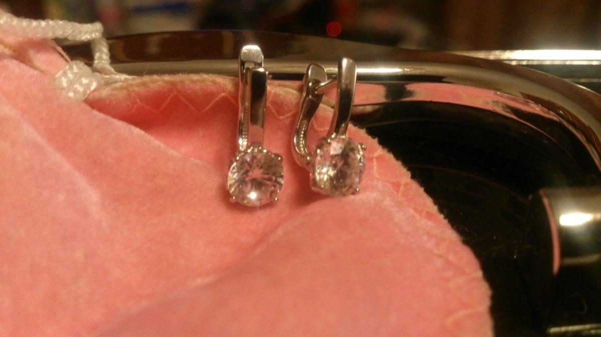 Серебряные серьги с фианитами сваровски