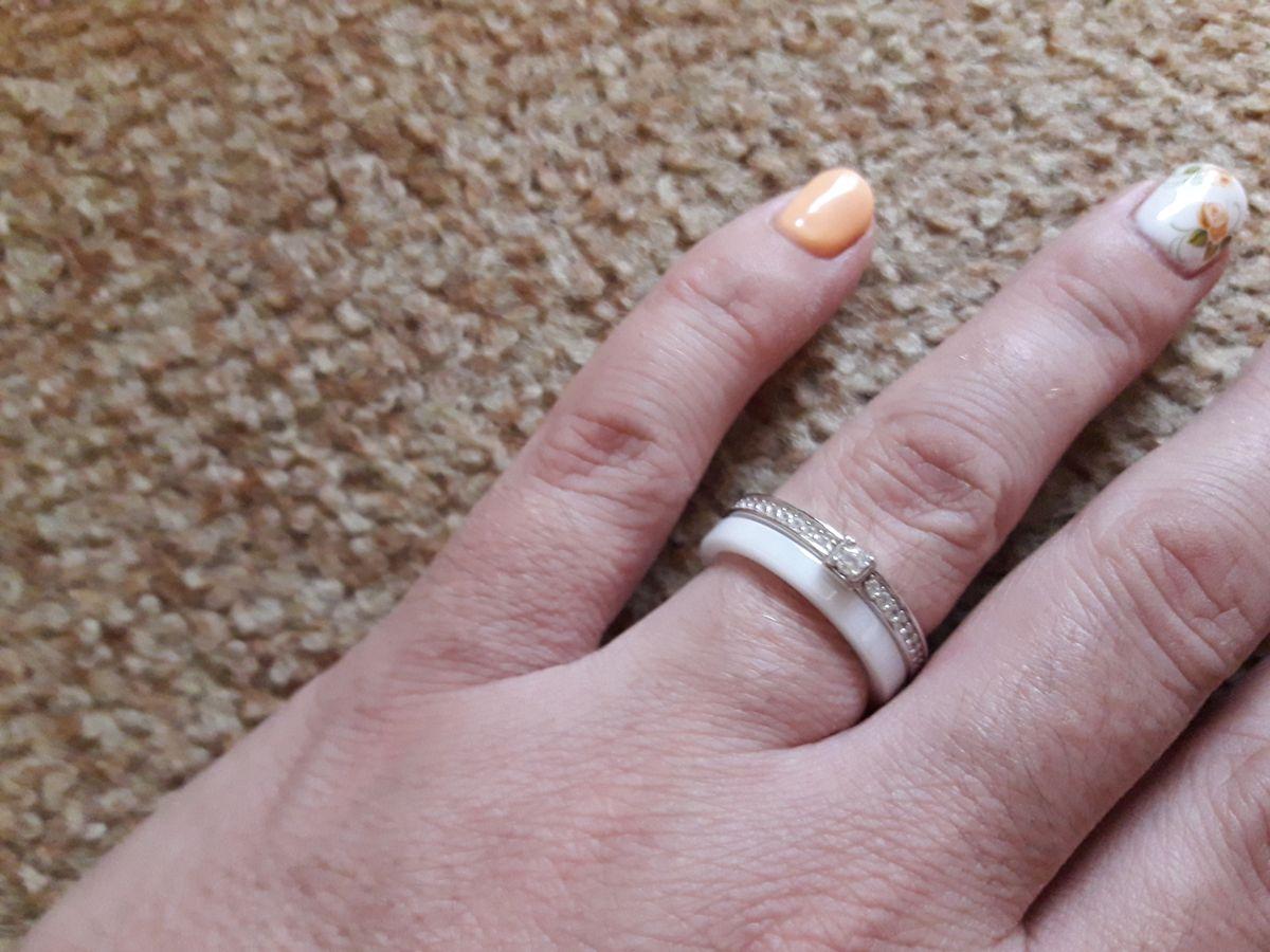 Кольцо керамическое с камешками