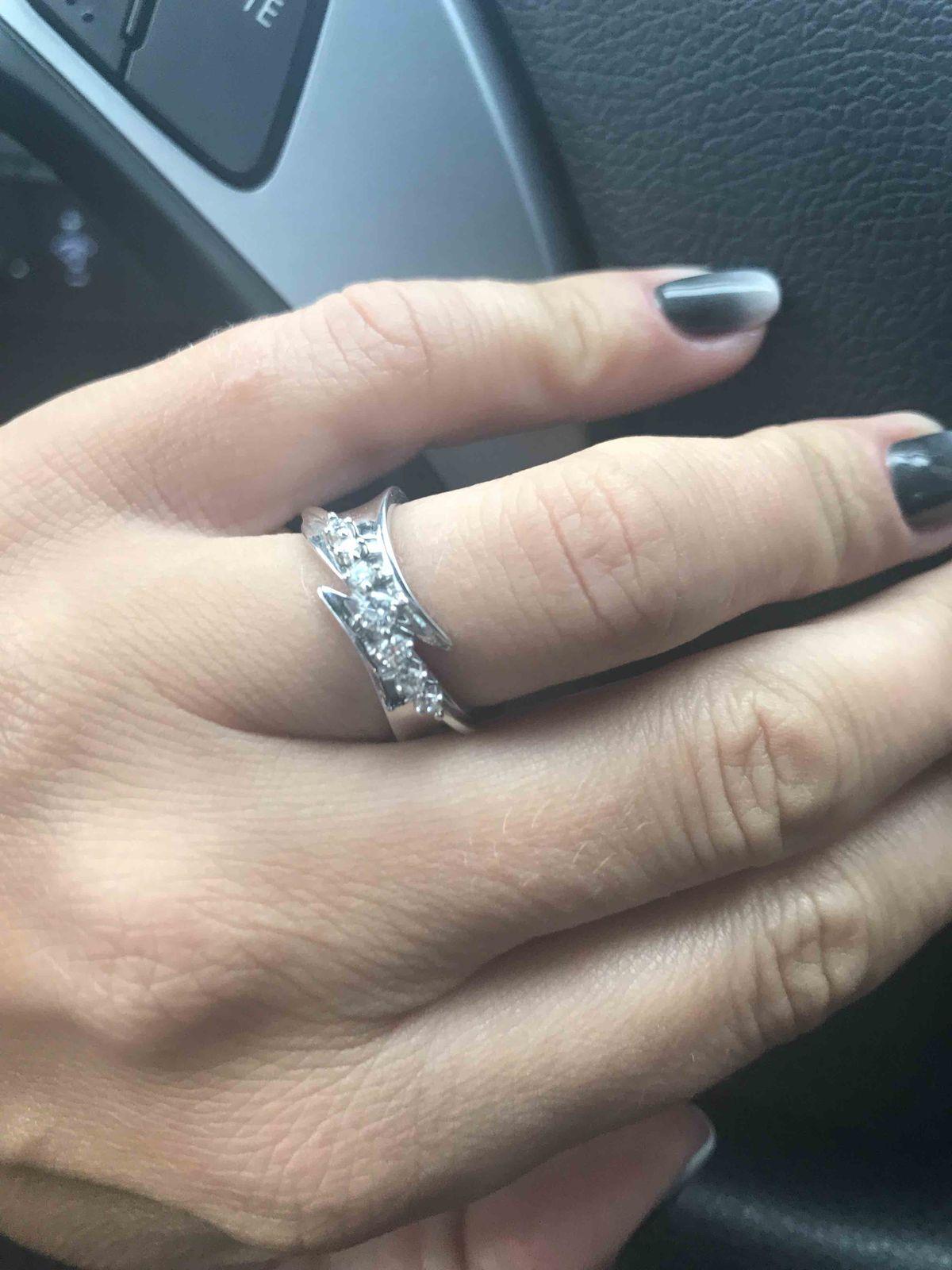 Изящное бриллиантовое кольцо