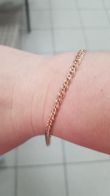Супер браслет. очень красивый и смотриться богато))) покупала в подарок .