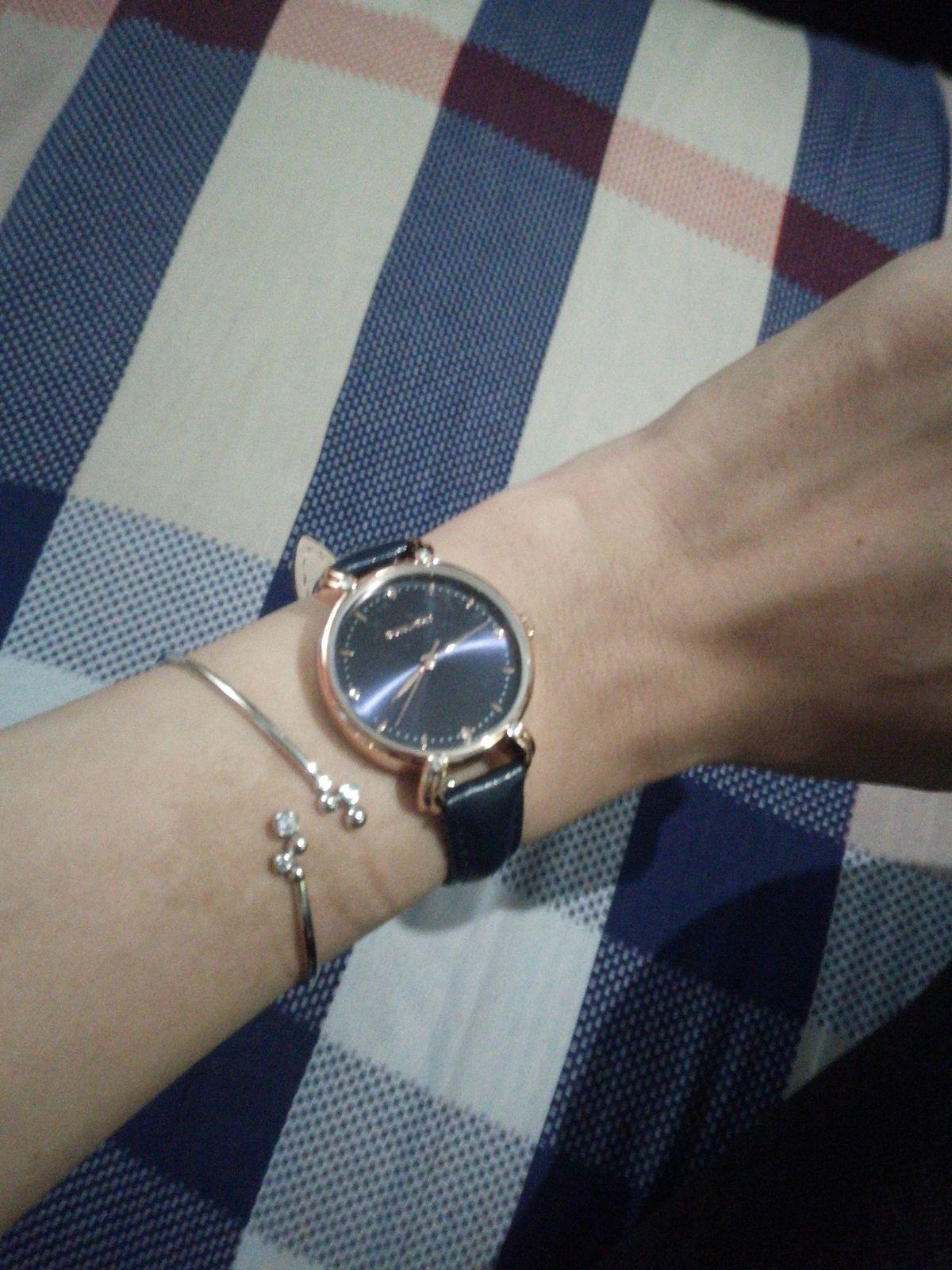 Женские часы, очень симпатичные, муж подарил на полугодие малыша .