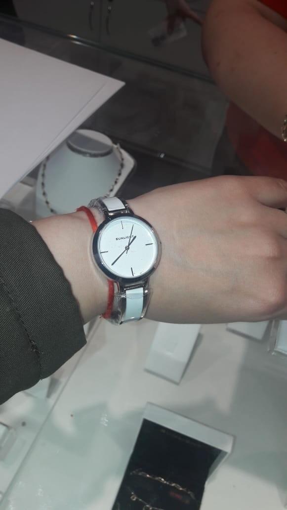 Часы с белой керамикой