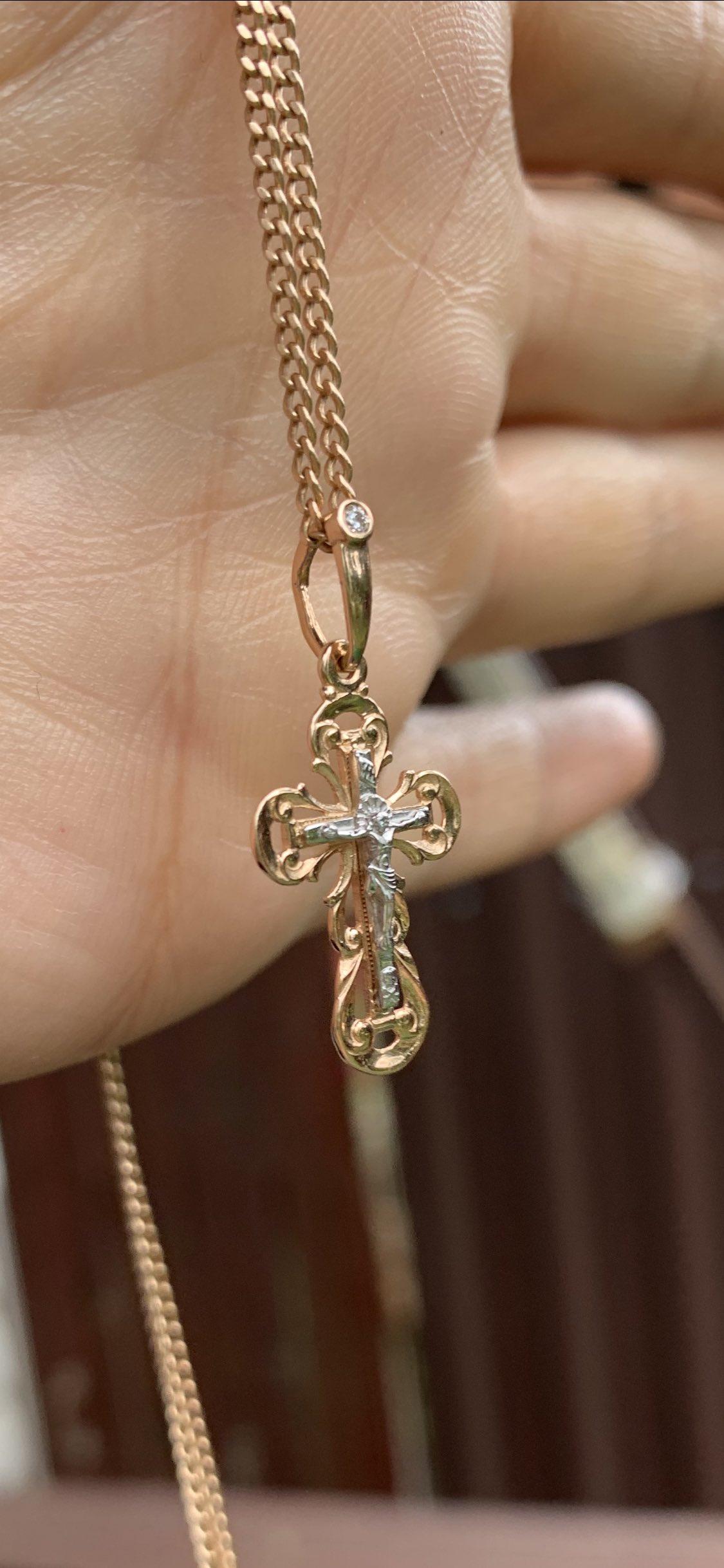 Нежнейший крестик с бриллиантиком