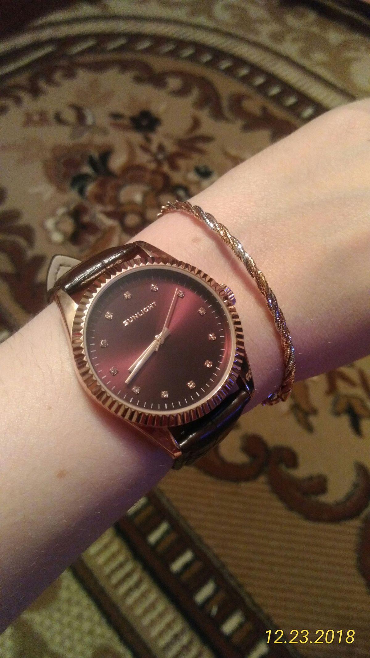 Часы шоколадного цвета