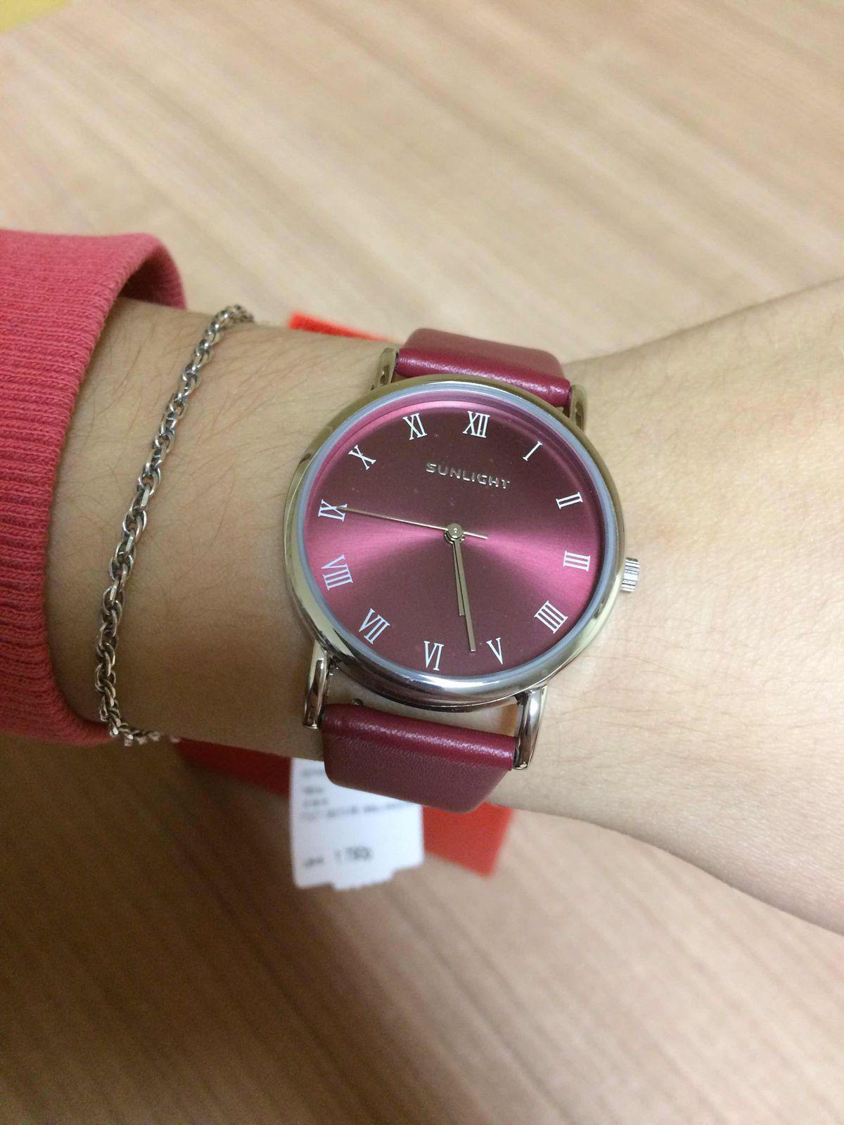 Часы цвета марсала