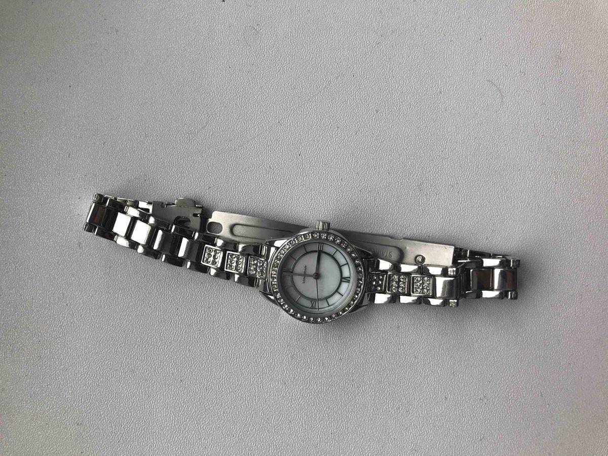 Часы в серебрянном цвете