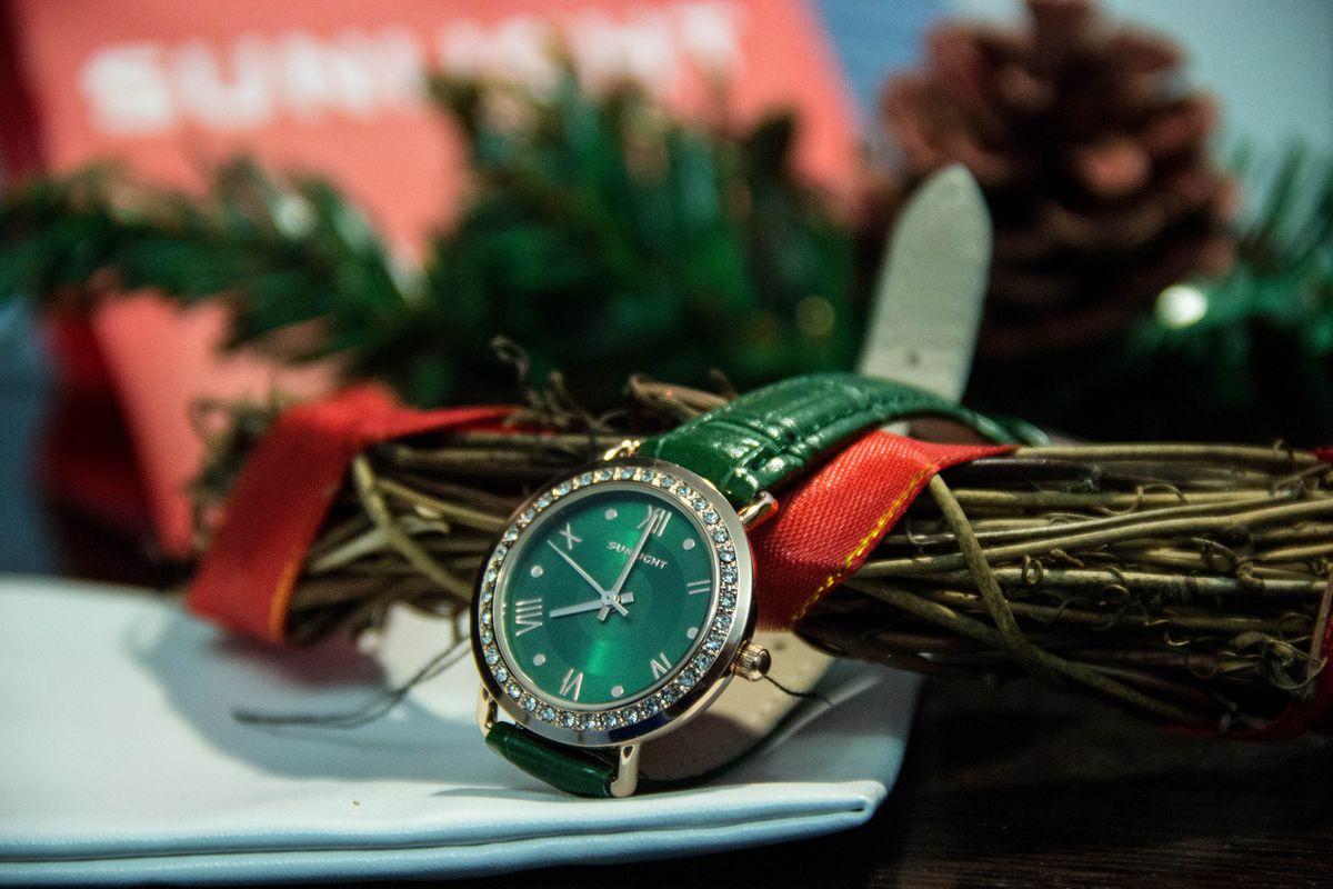 Невероятной красоты часы, которые позволят дополнить ваш яркий образ.