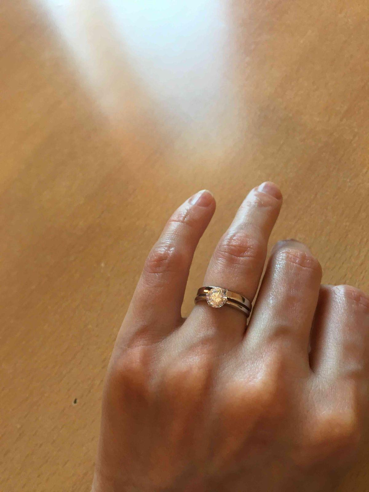 Кольцо заказала через интернет, пришло не пожалела что купила.