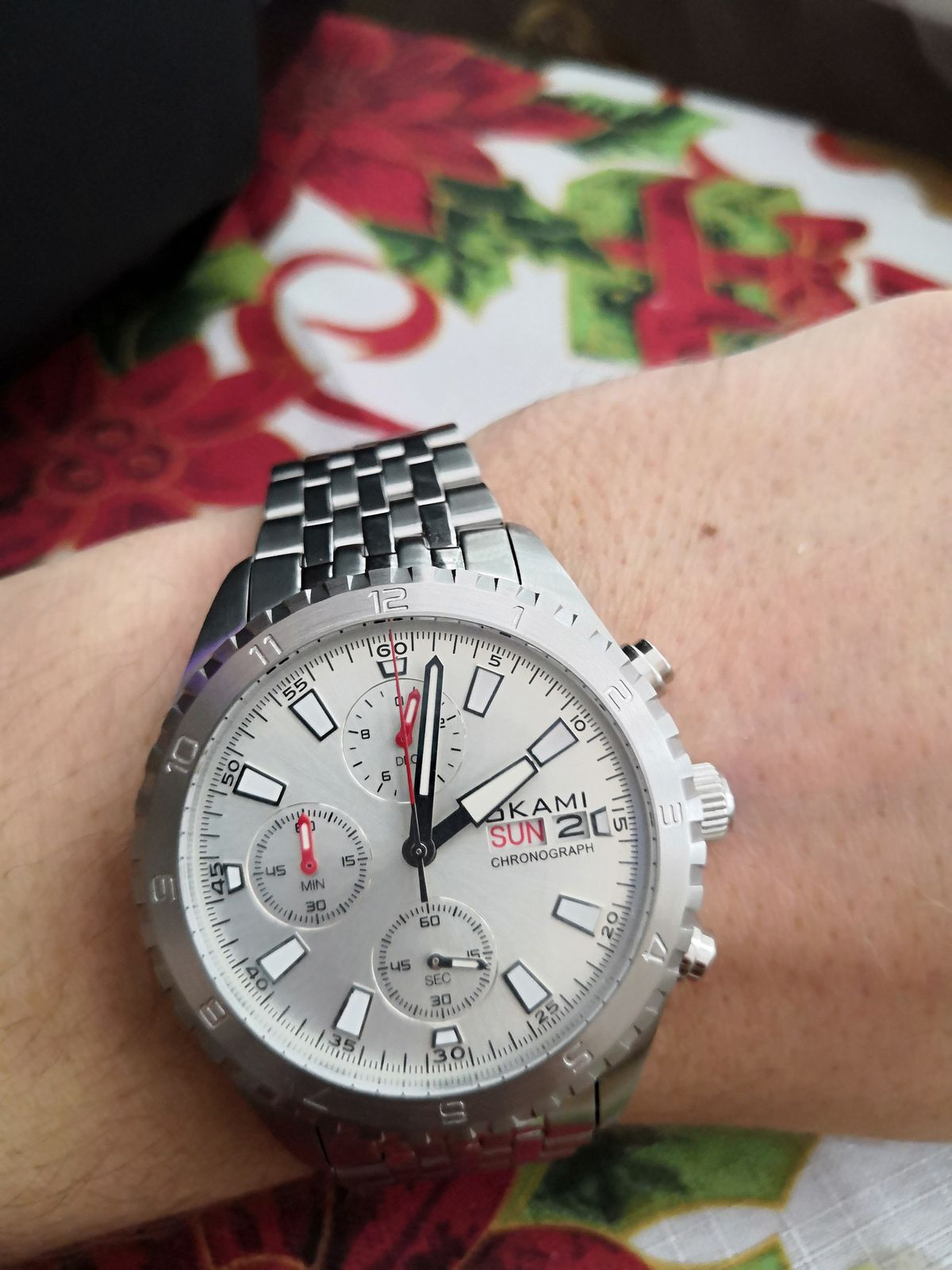 Хорошие часы ,увесистые,добротно сделанные