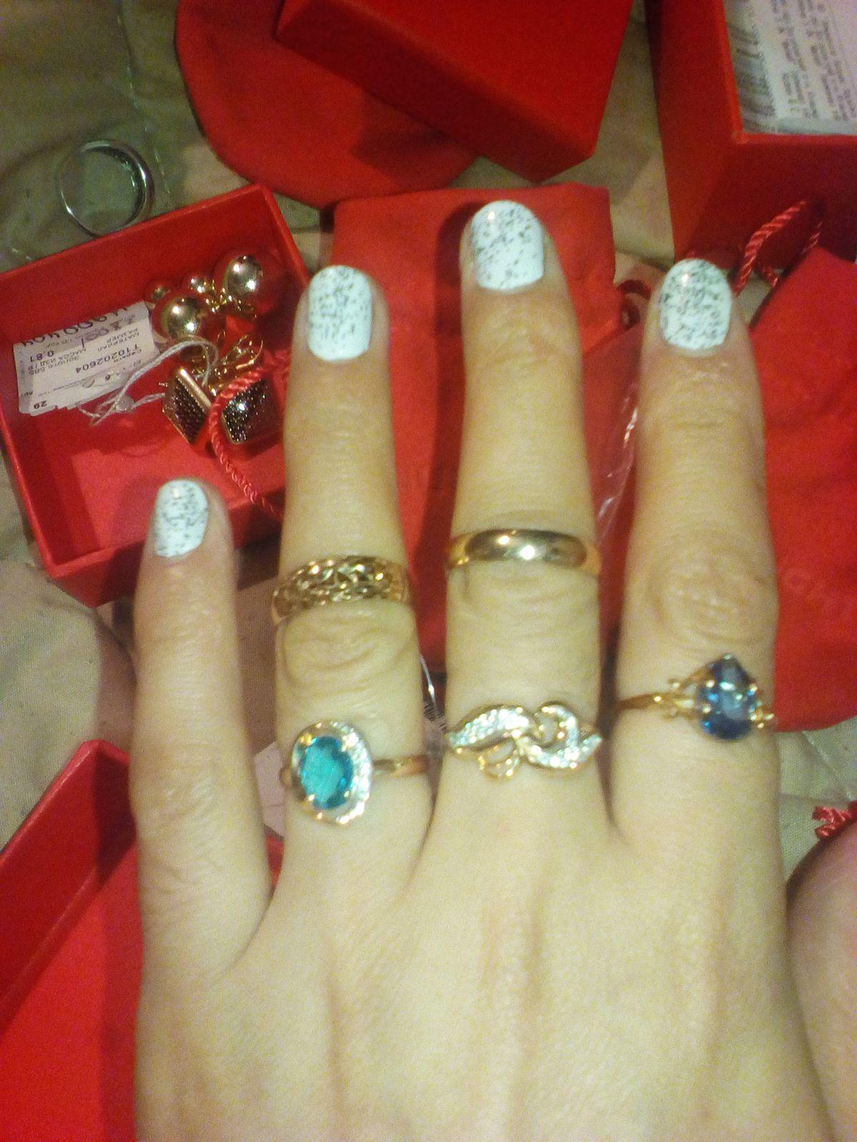 Кольцо золотое с фианитами очень красивой