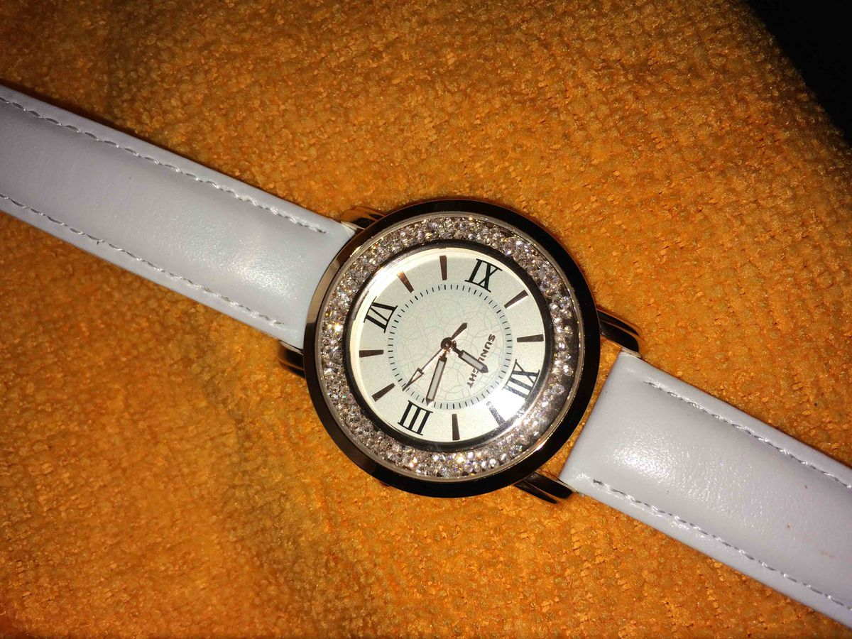 Часы с кристаллами.