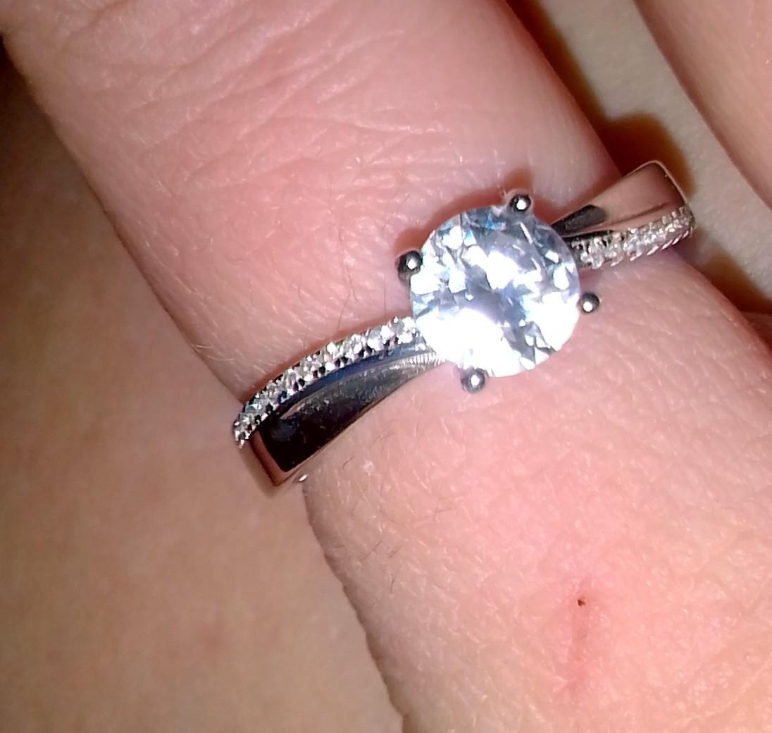 Красивое кольцоРекомендую покупать смотрится очень хорошо на ручке женщины