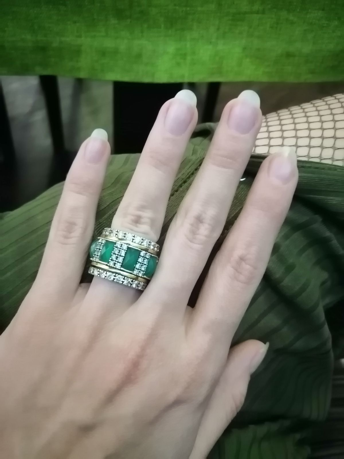 Огромное шикарное кольцо
