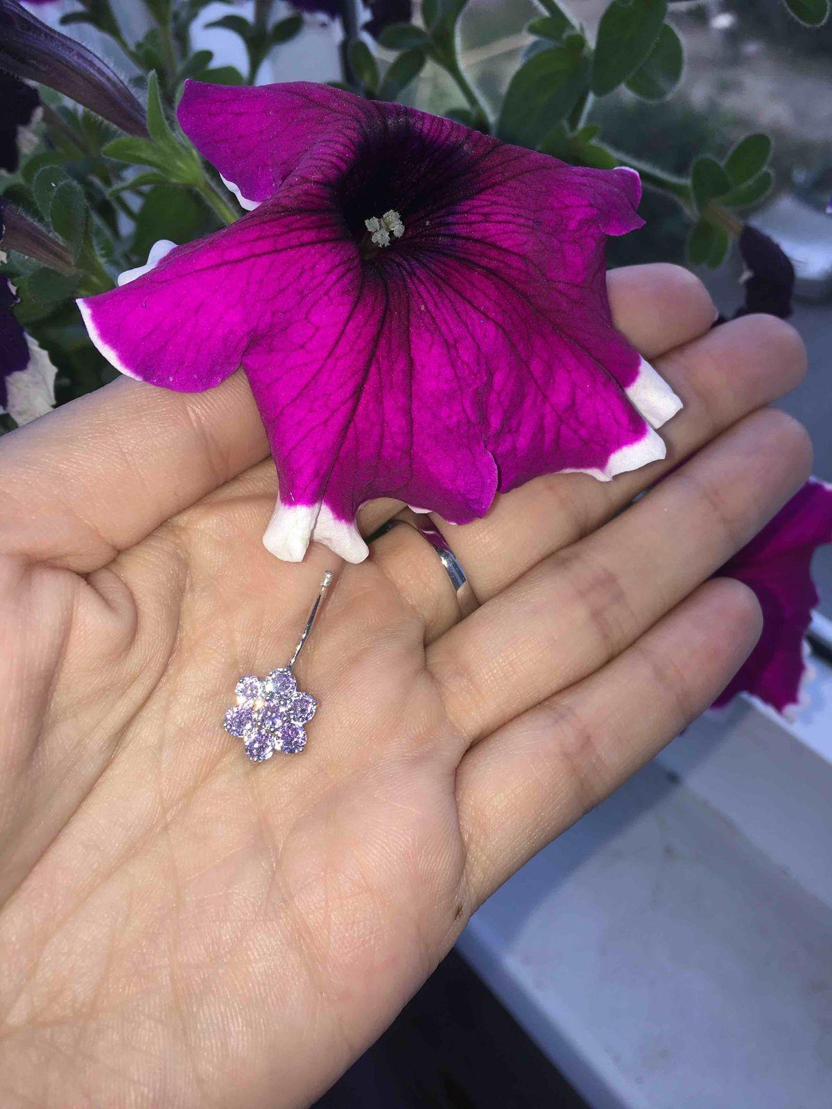 Sokolov пирсинг в виде цветочка- это так мило!)