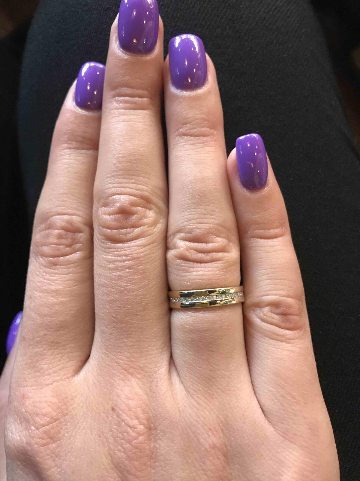 Красивое, элегантное кольцо, удобное и не ощущается на пальце