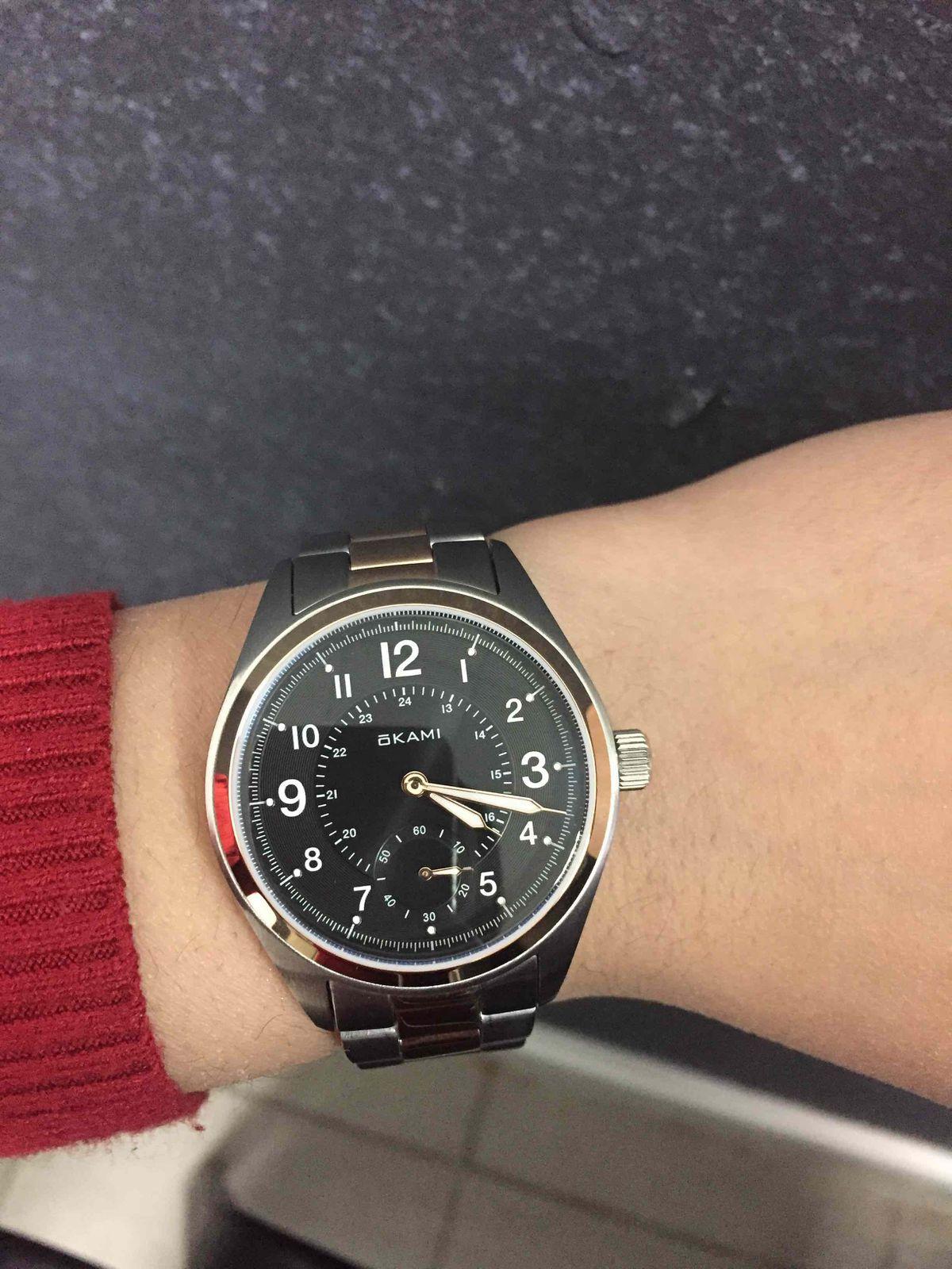 Женские часы на стальном браслете