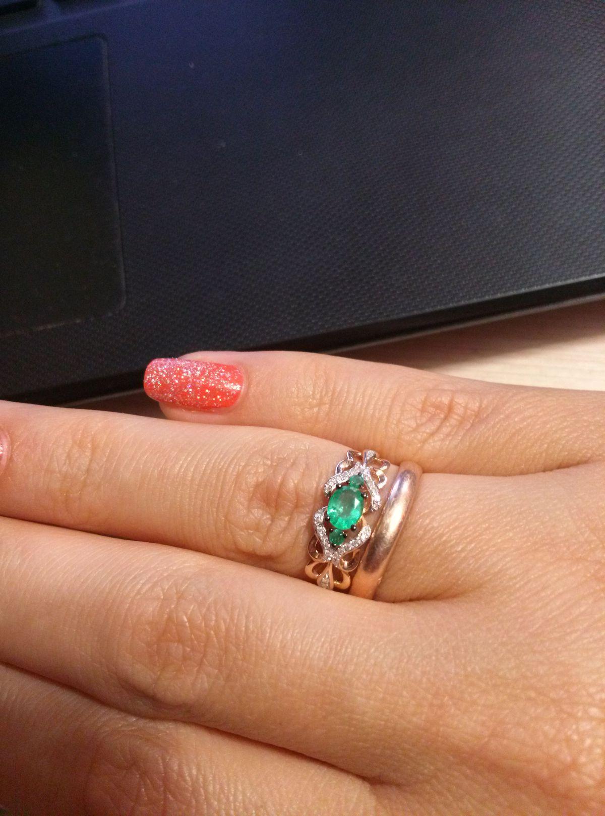 Кольцо в день рождения супруги.