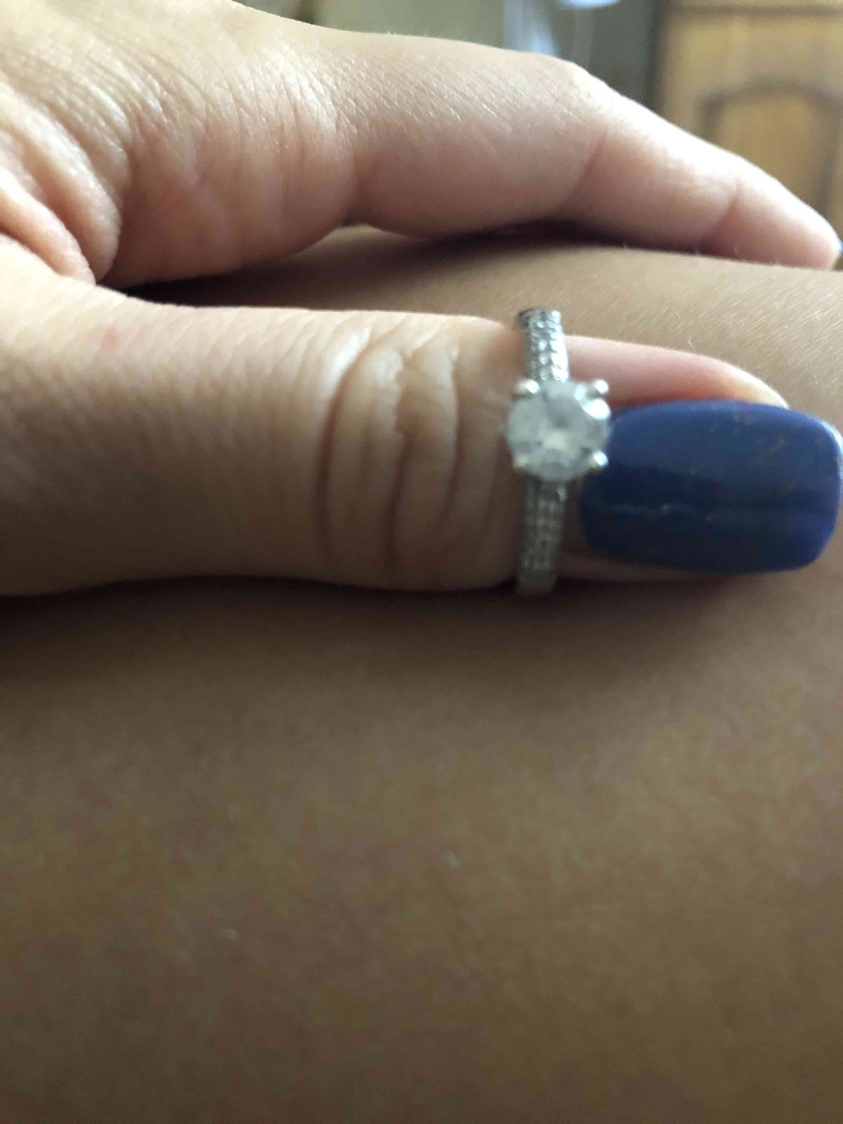 Красивое кольцо! на солнце переливается.