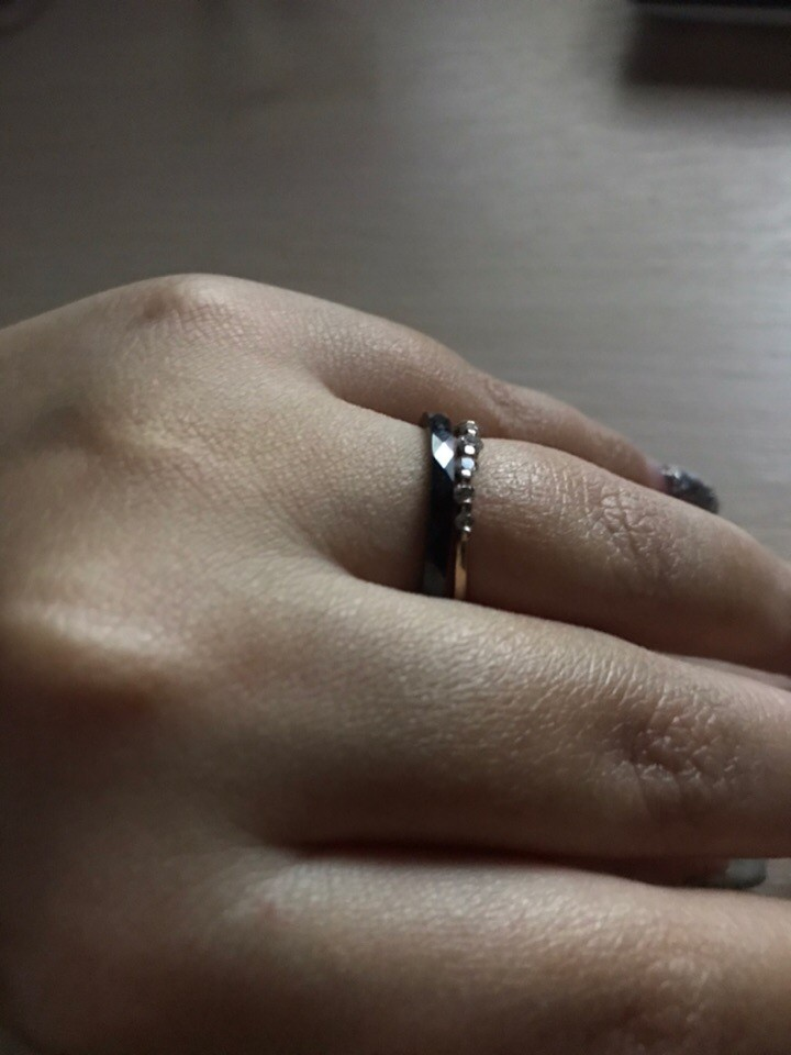 Очень стильное кольцо, чтобы разбавить классику