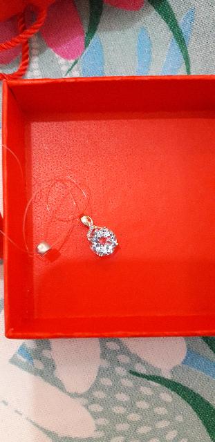 Золотая подвеска с топазами и бриллиантами.
