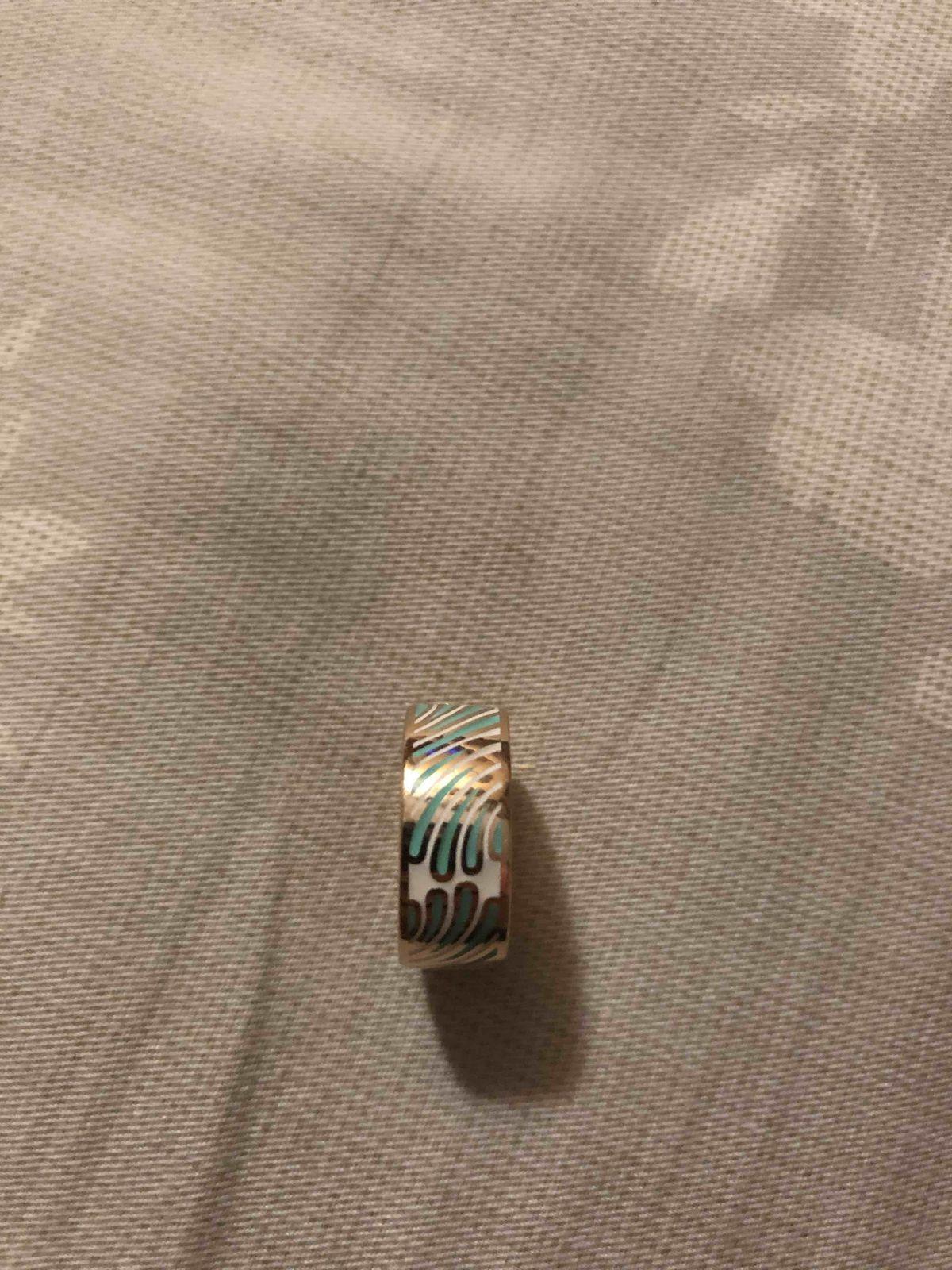 Прекрасное кольцо с эмалью!