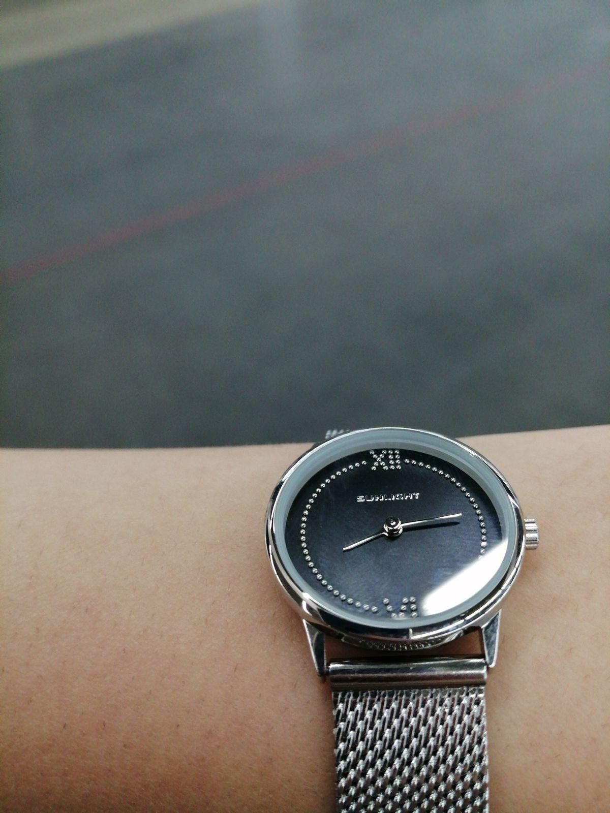 Часы хорошие, дизайн классный