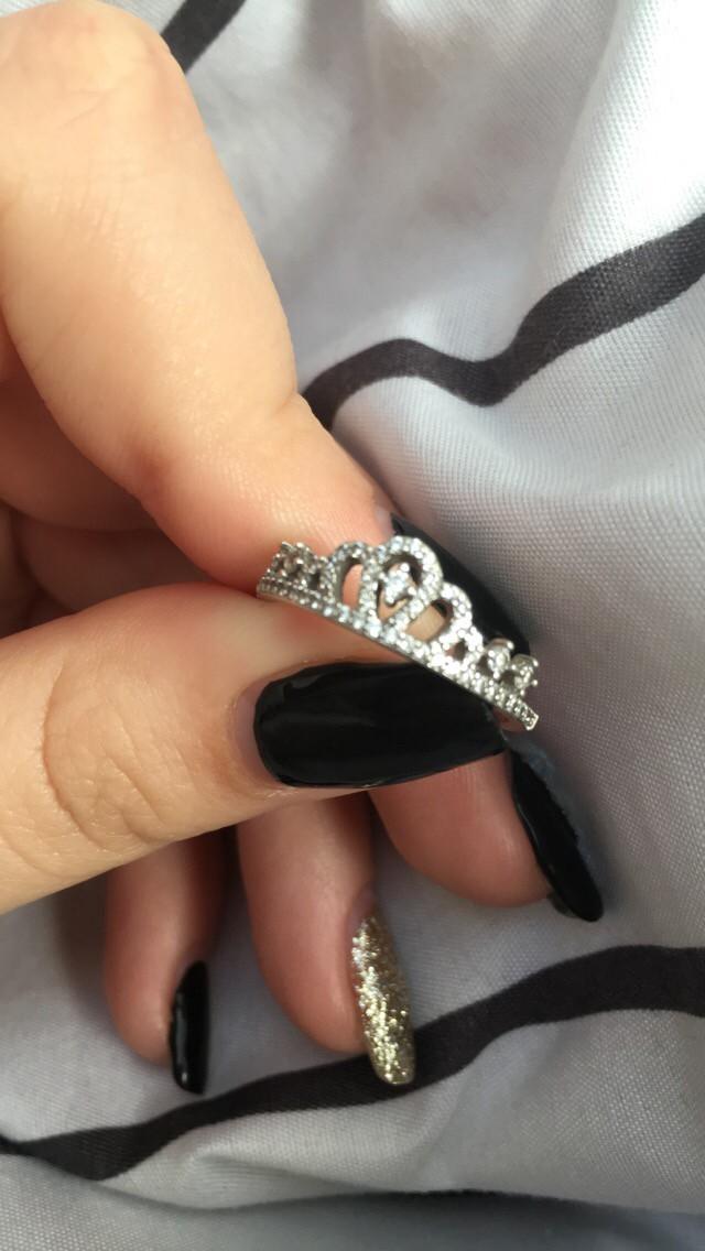 Очень красивое кольцо,смотрится довольно аккуратно😍