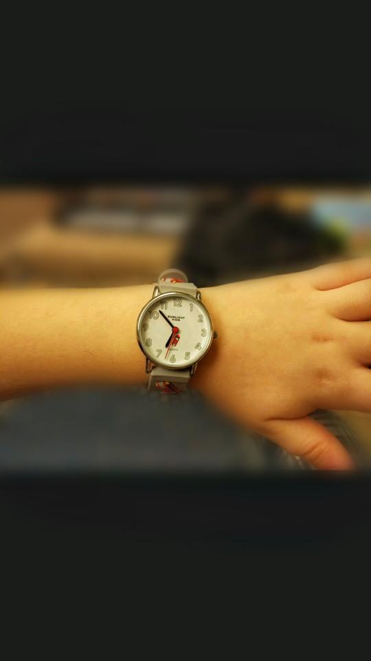 Милые часы с машинками
