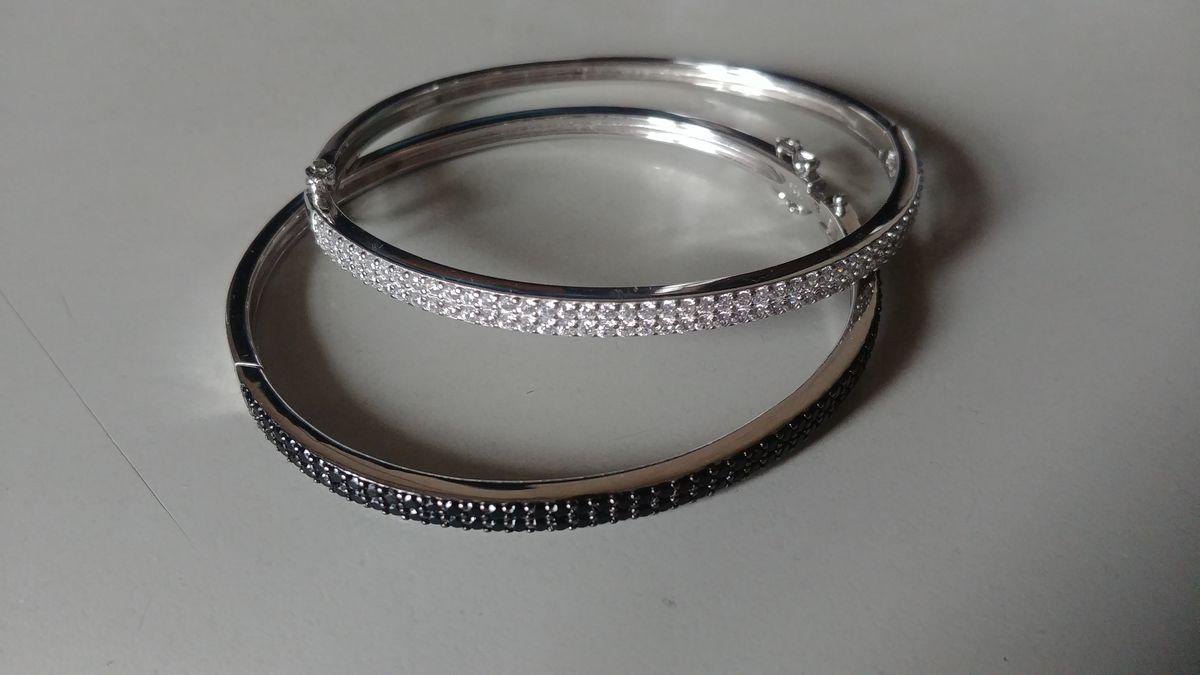 Удобный и универсальный браслет