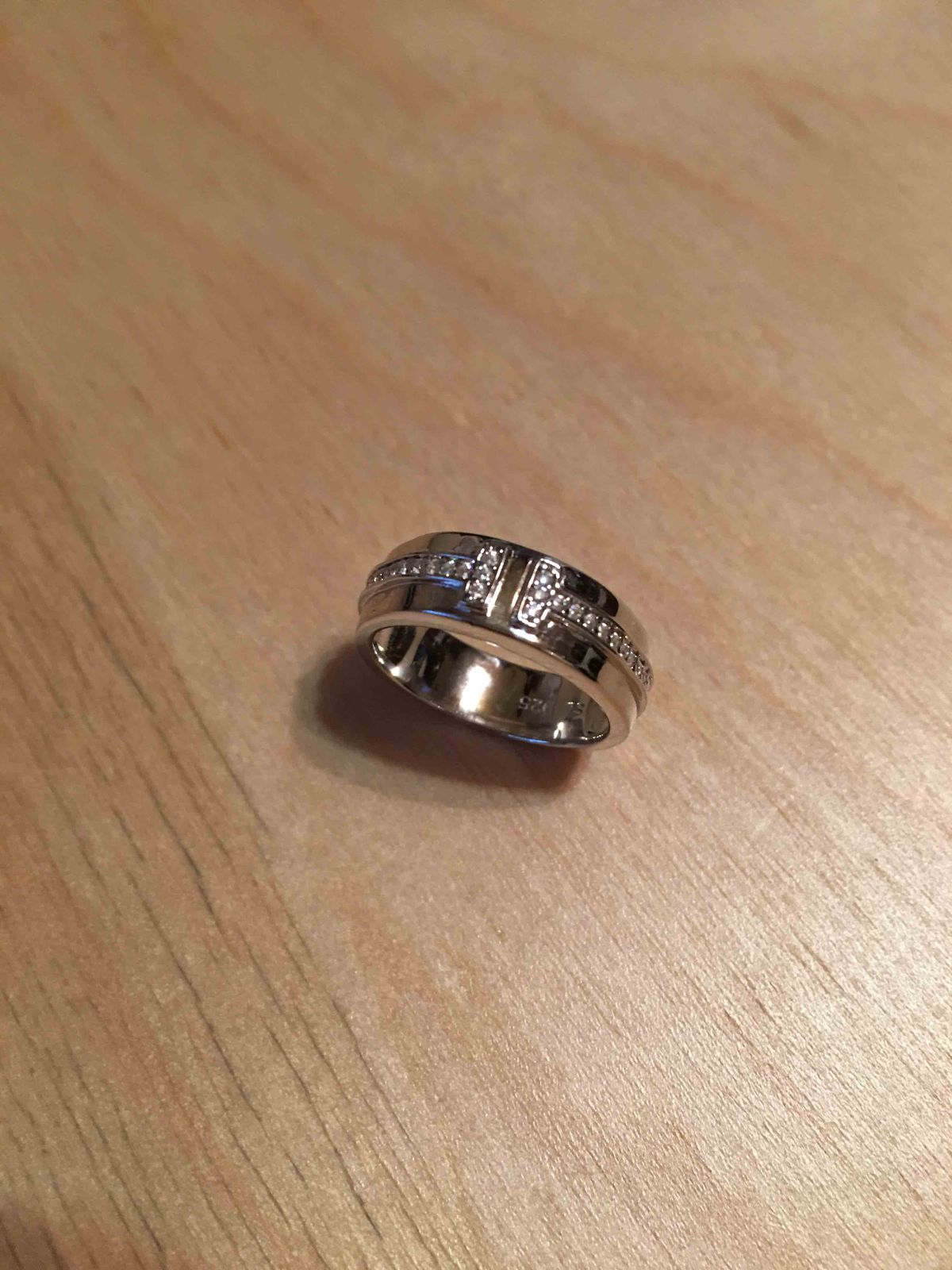 Кольцо серебряное с фианитами!