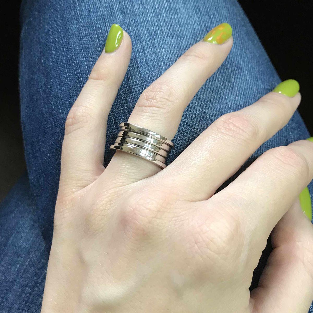 Крупное кольцо.
