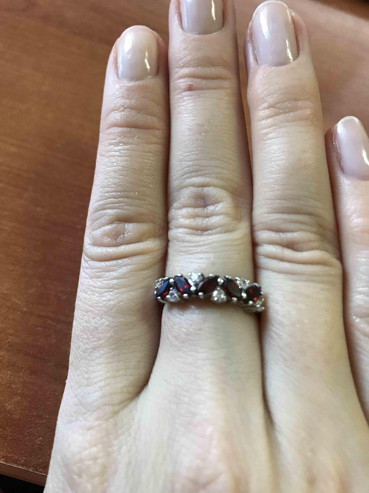 Красивое кольцо по привлекательной цене