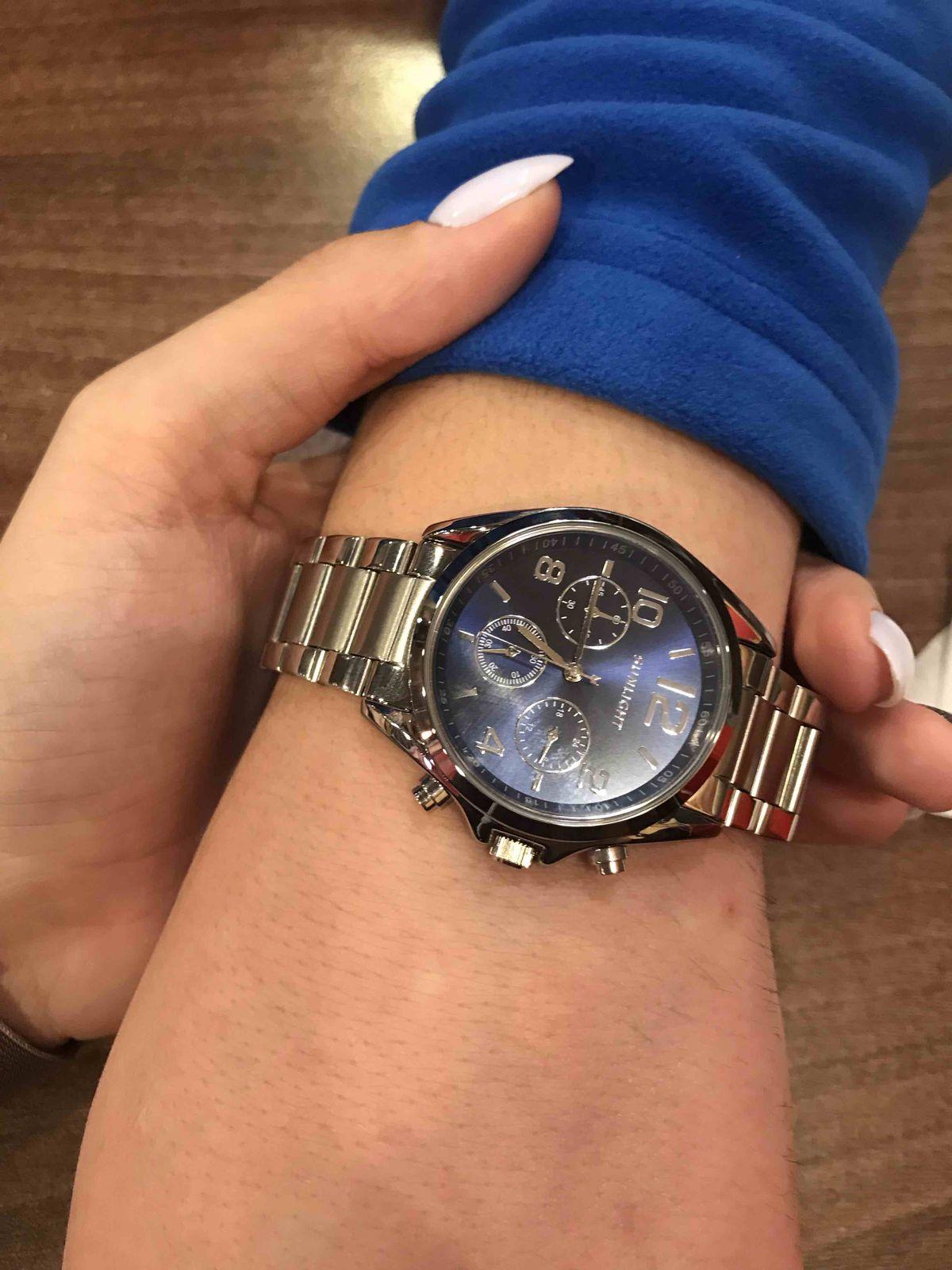 Часы хорошие)