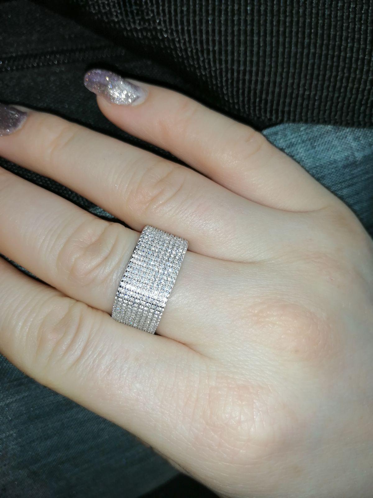Квадратное серебряное кольцо с белыми фианитам