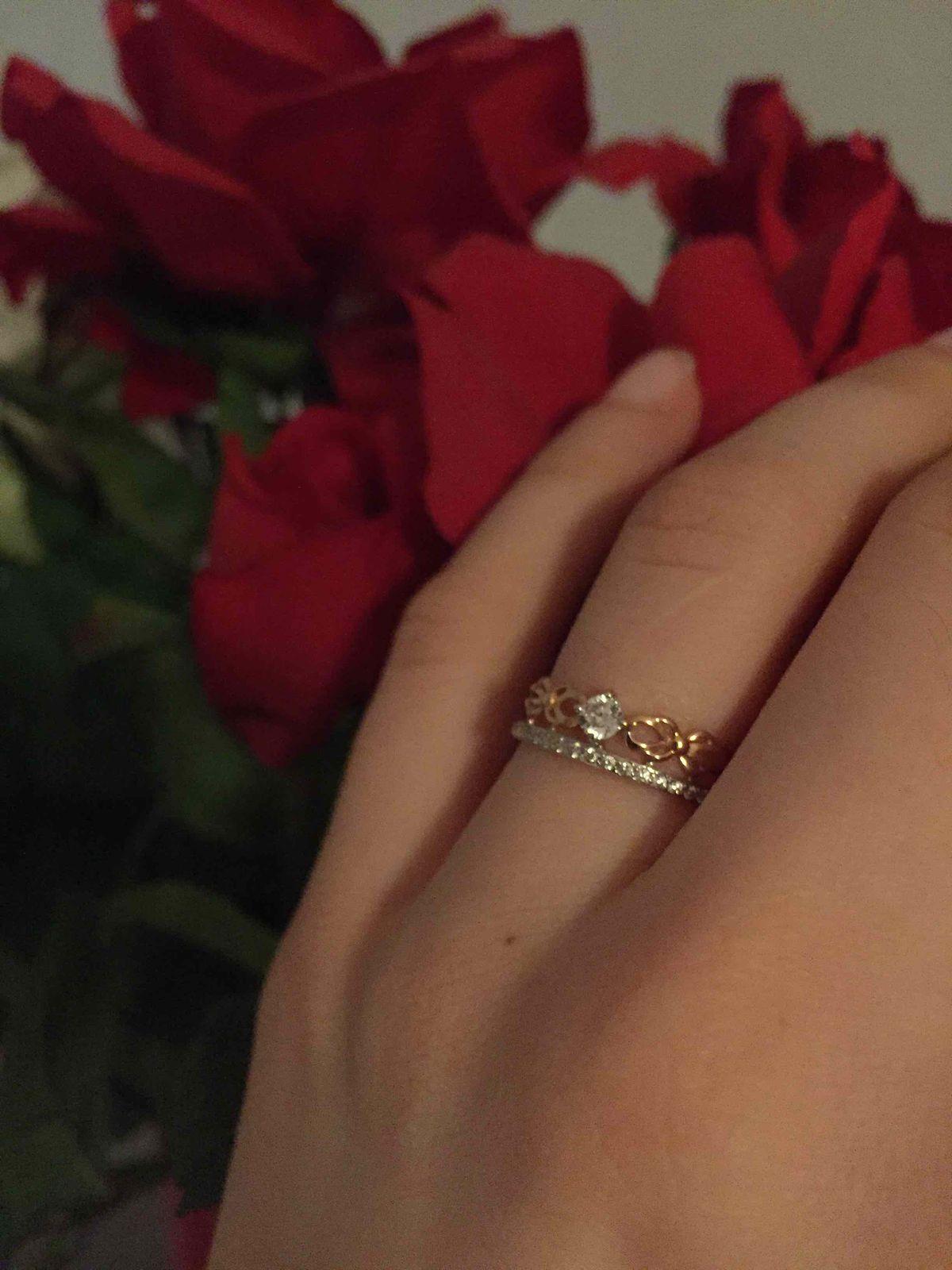 Очень красивое кольцо, ношу и радуюсь. фианит блестит, как бриллиант