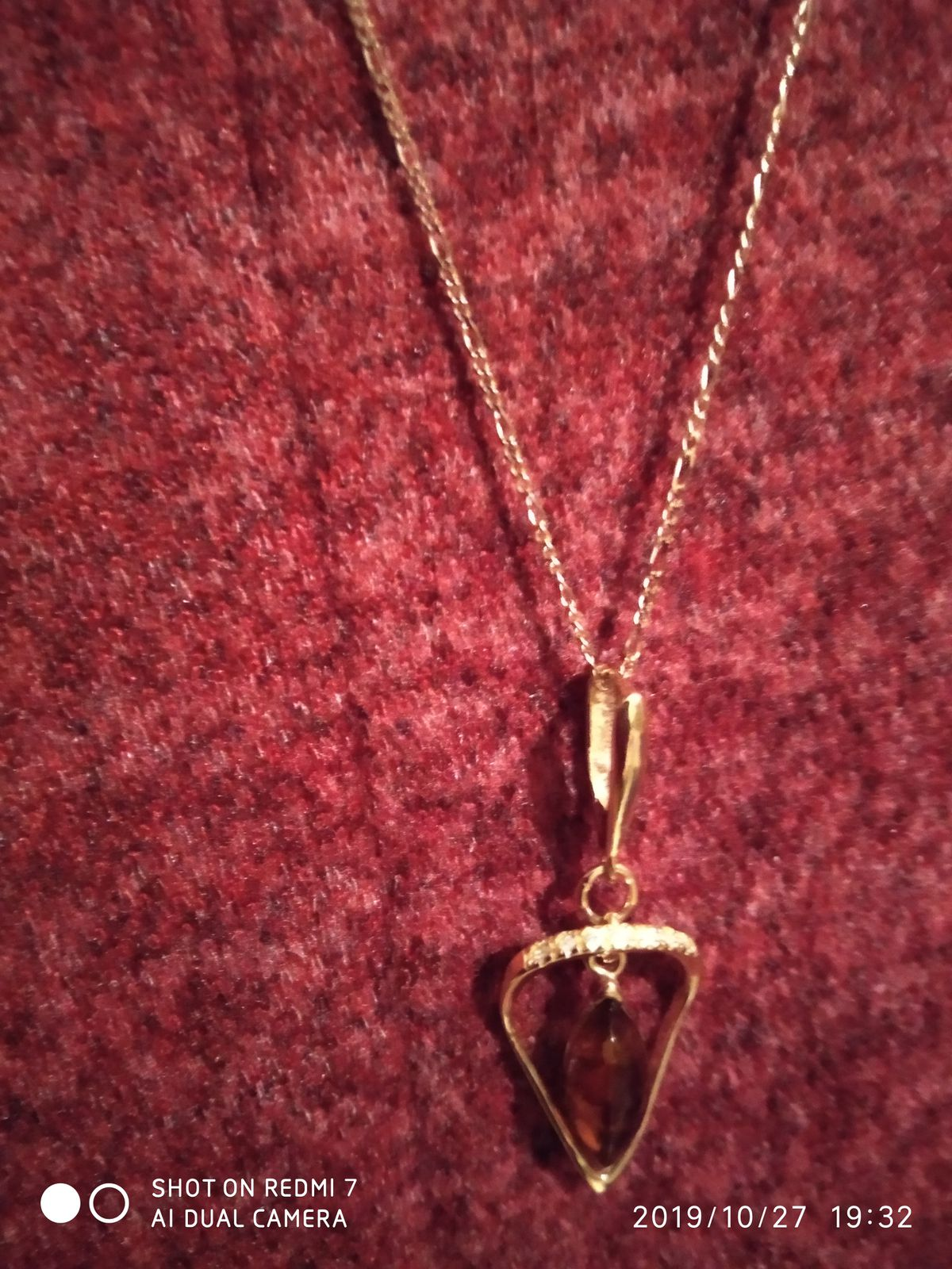 Серебряная подвеска с янтарем.