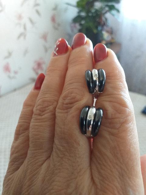 Серебряные серьги с керамикой и фианитами.