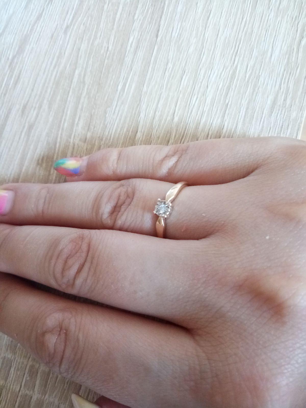 Кольцо с бриллиантом и самоцветами