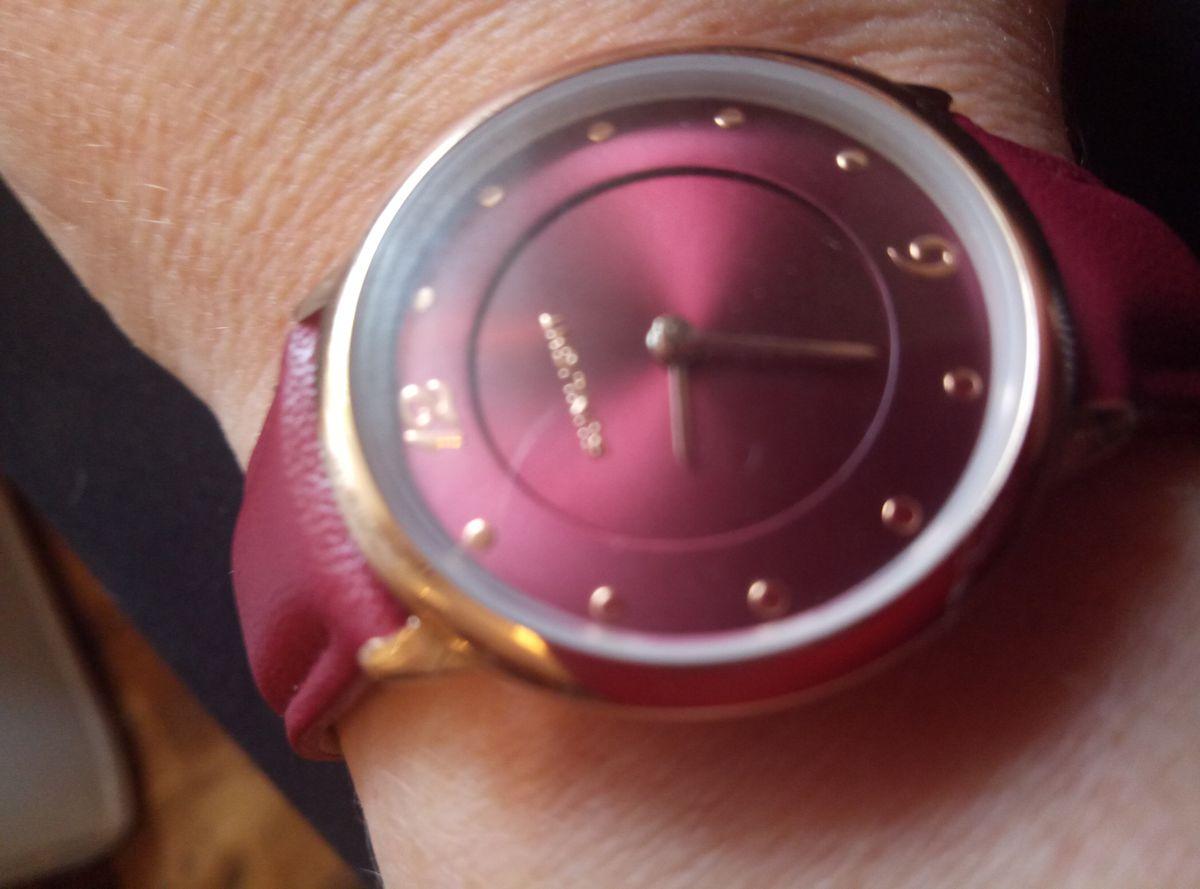 Хорошие часы, ничего лишнего.